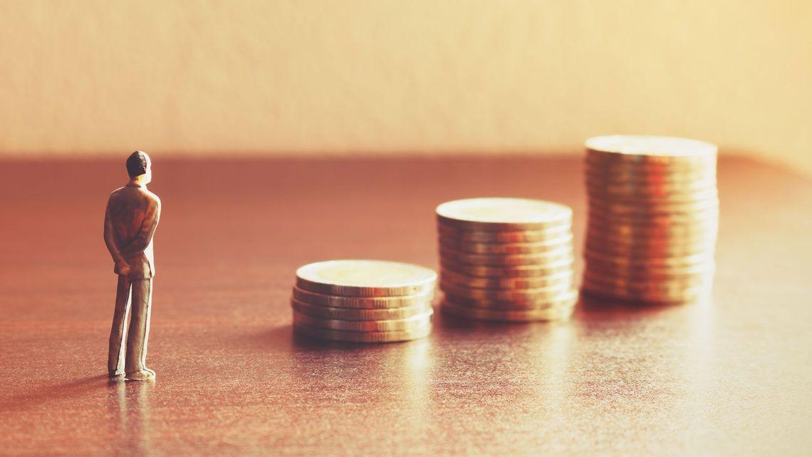 サラリーマンでも可能 複数の収入源を作る方法を解説
